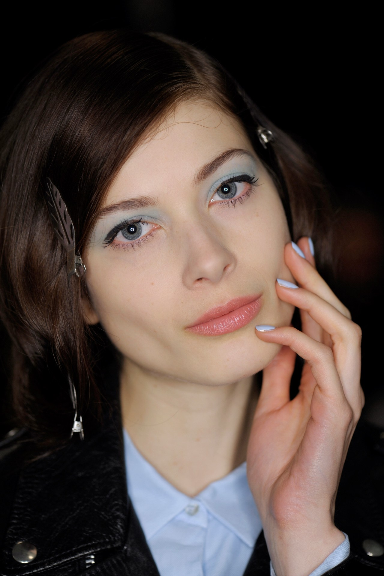 makeup-classes-by-carmina-cristina-learn-how-to-badgley-mischka_14sb034-vogue-29jan14-james-cochrane_b